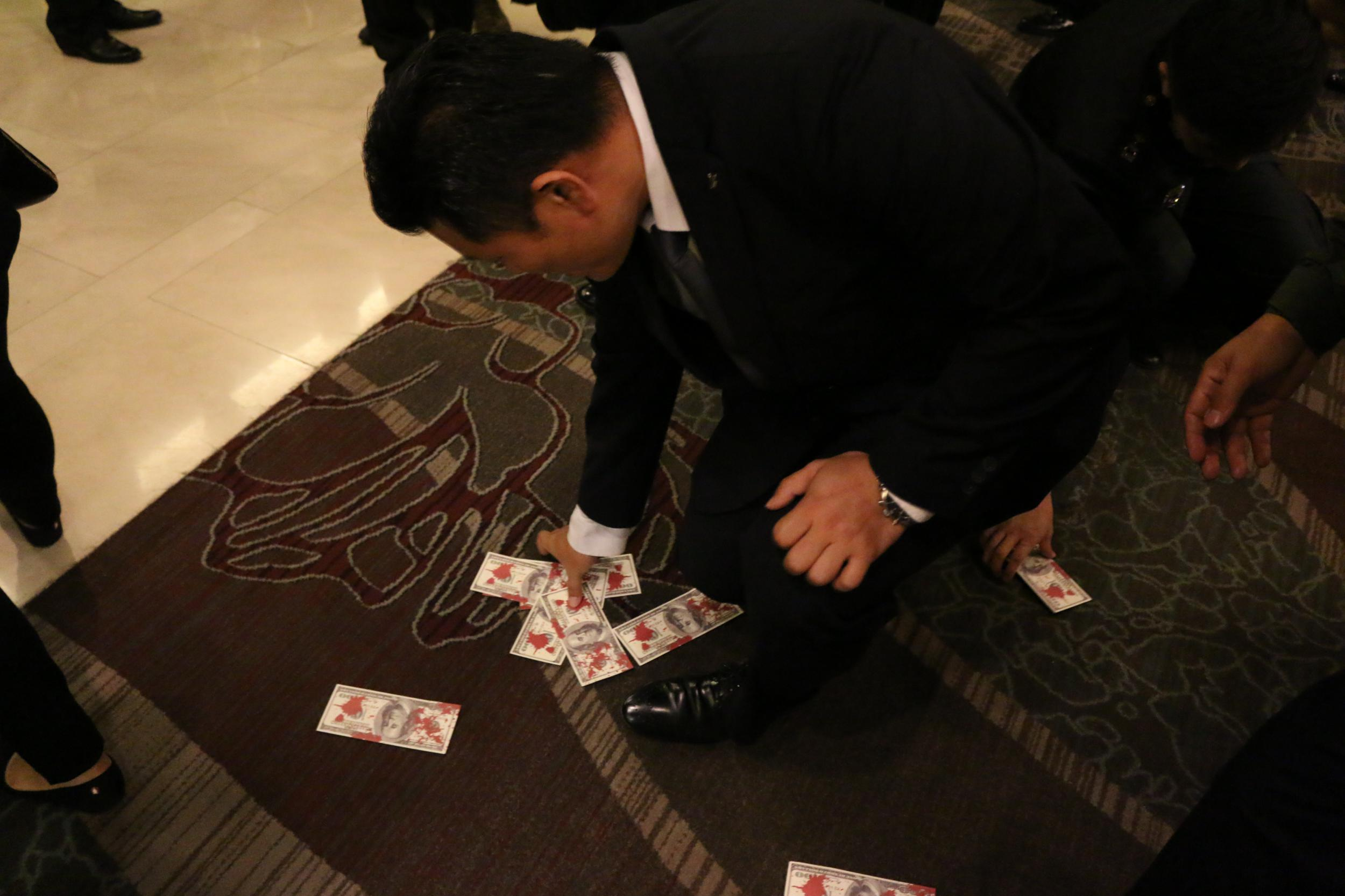 Activists threw blood money on the blood of the ADEX welcome dinner