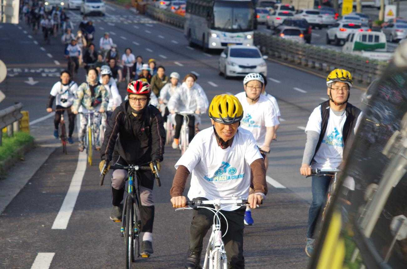 Pedalling for peace: CO day in Seoul